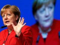 Merkel'den referandum açıklaması