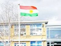 İngiltere'de bir okulda Kürdistan bayrağı dalgalandı