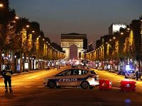 Paris'in merkezinde polise saldırı
