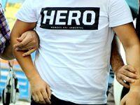 'Hero' yazılı tişört giydikleri için gözaltına alınanlar serbest