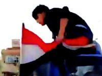 Bayrağı indiren genç: Kürdistan için şehit olmaya hazırım