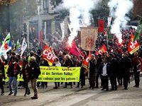 Paris'te on binler Macron'u protesto etti