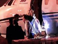 Tahliye edilen Deniz Yücel, özel uçakla Almanya'ya gitti